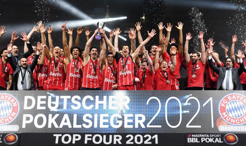 Mit Zigarre und Wein: Bayern-Basketballer feiern Pokalsieg