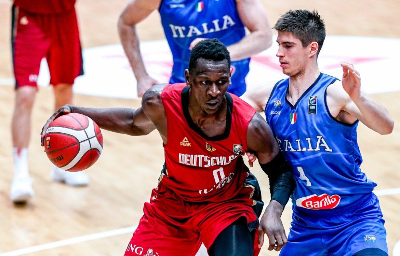 Deutsche Basketballer mit Isaac Bonga gegen Kroatien